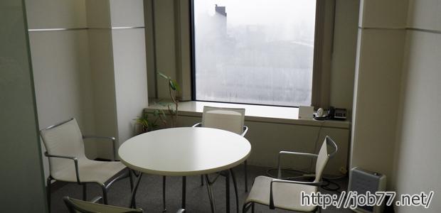 取材後のAdecco転職エージェントの面談室