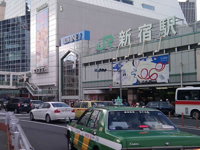 JR新宿駅南口がAdecco転職エージェントの最寄り駅