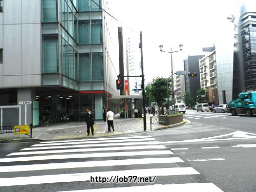 ?信号を渡って、UFJ三菱東京銀行