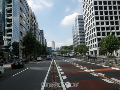 type転職エージェントへは赤坂見附駅から国道246号線を北西に進む